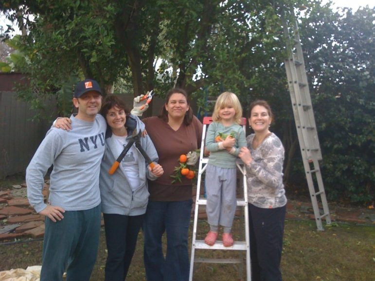 Group of volunteers at Food Forward's first fruit pick